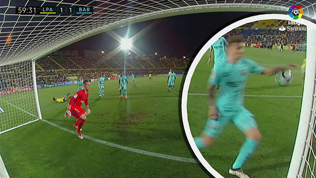 LALIGA   Las Palmas - Barcelona (1-1): Mateu Lahoz pitó penalti por manos de Digne