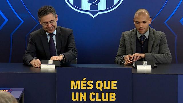 Martin Braithwaite realizó la firma del contrato junto a Bartomeu