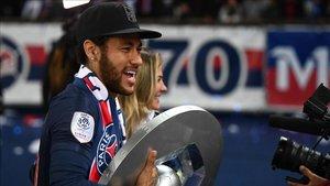 Neymar celebrando la Ligue 1