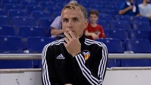 Phil Neville, en su etapa en el cuerpo técnico del Valencia