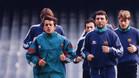 Quique Estebaranz, con sudadera verde, en su etapa como jugador del FC Barcelona junto a Hristo Stoichkov