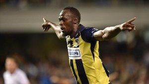 Usain Bolt metió dos goles en su primer partido como titular con el Central Coast Mariners