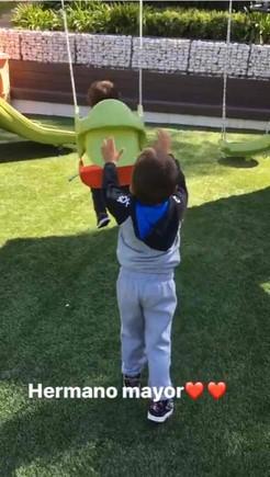 Los hijos de Messi en el jardín