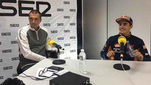 Manu Carreño y Marc Márquez, en un momento de la entrevista en el programa El Larguero, de la Cadena SER