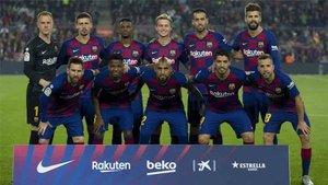 Ansu Fati, De Jong, Messi y Suárez junto con el equipo