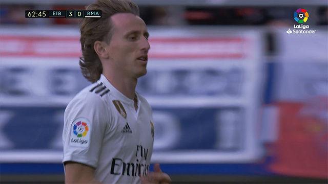 La cara de Modric tras ser sustituido ante el Eibar