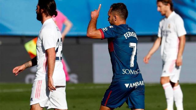 David Ferreiro marca el gol del honor del Huesca ante el Madrid