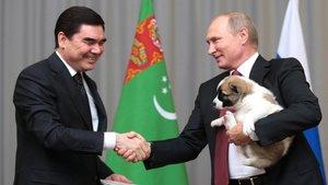 El dictador de Turkmenistán junto a Vladimir Putin