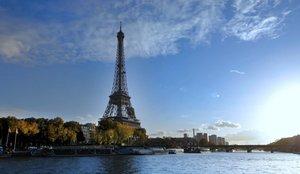 Evacúan la Torre Eiffel por un aviso de bomba, pero abre poco después