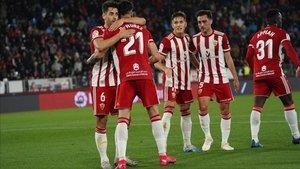 Jugadores del Almería celebrando un tanto en una imagen de archivo
