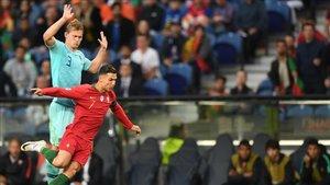 De Ligt y Cristiano en la final de la Uefa Nations League