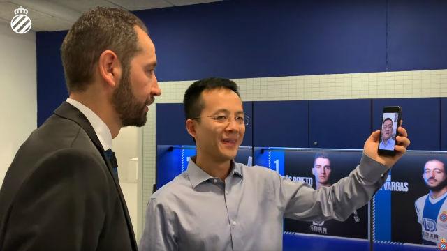 Machín conoce al presidente Chen Yansheng vía móvil