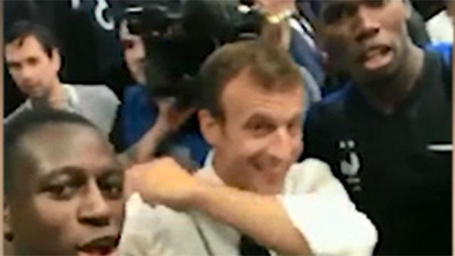 Mendy enseña a Macron a hacer un dab en plena celebración