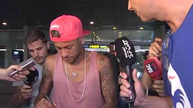 Neymar no dijo nada al ser preguntado sobre su futuro