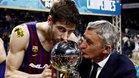 Pesic besa la Copa junto al capitán, Ante Tomic