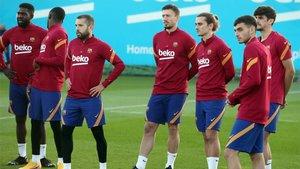 La plantilla del FC Barcelona durante un entrenamiento en la Ciuadad Deportiva Joan Gamper
