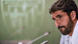 Raúl durante la rueda de prensa en San Mamés