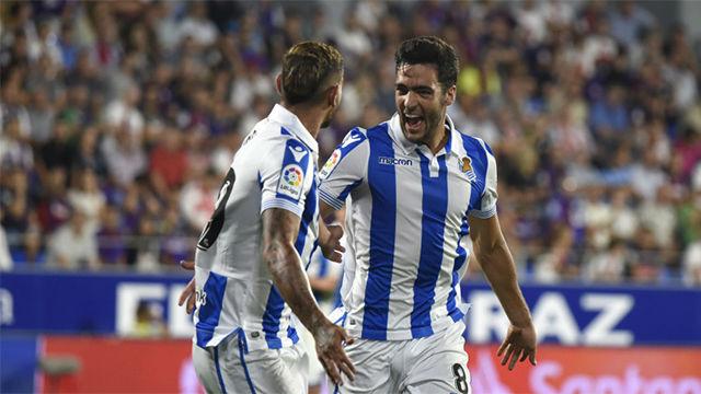 La Real Sociedad vence por la mínima al Huesca con dos jugadores menos