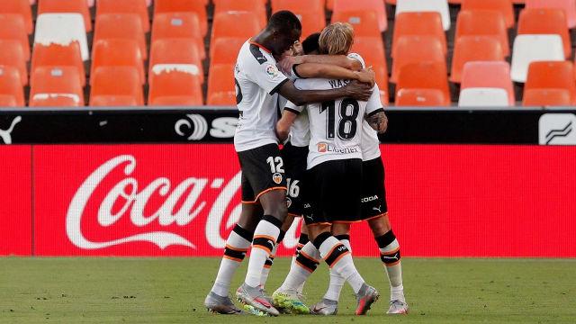 El Valencia vence a un Valladolid peleón