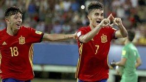 El valencianista Ferran Torres celebra un tanto con la selección española Sub-17