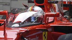 Vettel probando el aeroscreen en su Ferrari en 2017.