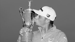 Woodland, besando el trofeo del US Open