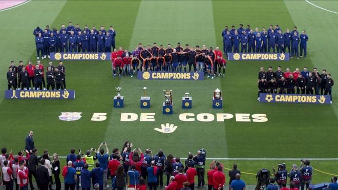 f63633b9a00f3 Las cinco secciones del FC Barcelona ofrecieron su Copa del Rey a la  afición