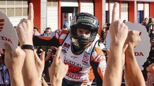 Marc Márquez celebrando el título de campeón del mundo