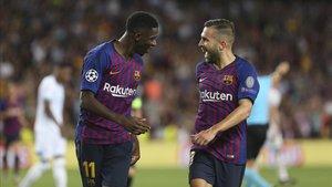 Dembélé celebra un tanto junto a Jordi Alba