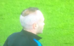Iniesta volvió a lucir un peinado innovador con el regreso a la Champions League