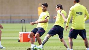 Leo Messi y Luis Suárez durante un momento del entrenamiento del Barça de este lunes