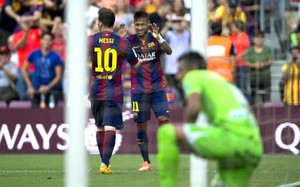 Messi y Neymar, celebrando uno de sus goles al Granada