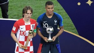 Modric y Mbappé, mejor jugador y mejor joven del Mundial de Rusia 2018