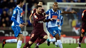 Naldo intenta frenar a Messi