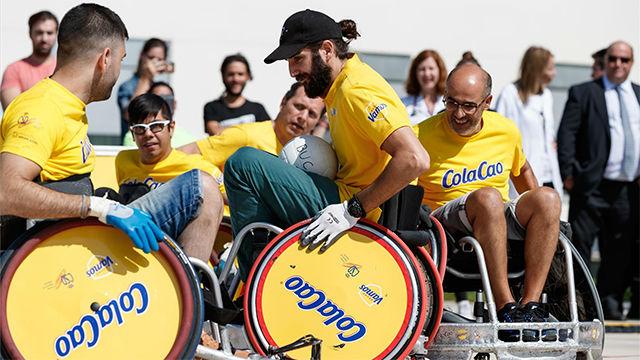 Ricky Rubio se lo pasó en grande jugando a rugby en silla de ruedas