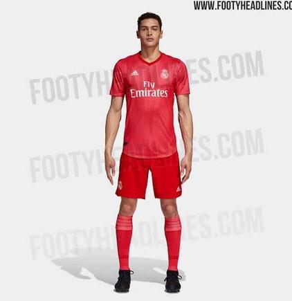 d96db384a832f La tercera equipación del Real Madrid 2018   2019 llega con retraso