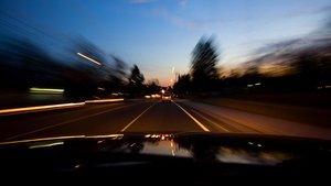 Conducir con poca luz será más habitual a partir del domingo.