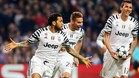 Alves celebra su gol, el segundo de la Juventus en Oporto