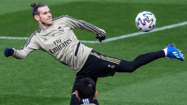 Bale ya se entrena con sus compañeros