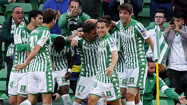 El Betis de Aleñá golea a la Real Sociedad y vuelve a pensar en Europa