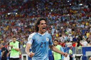 Cavani doblega a Chile y clasifica a Uruguay como primero (ES)