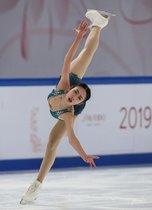 Chen Yihong de China actúa durante el Programa Corto de Damas en el evento de patinaje artístico ISU Grand Prix Cup de China en el suroeste de Chongqing de China.