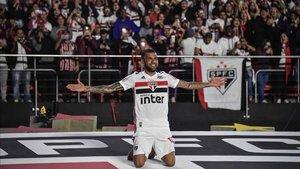Dani Alves podría abandonar el Sao Paulo