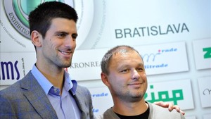 Djokovic junto a su entrenador Marian Vajda