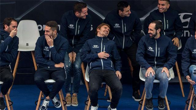 ¿Dónde iba Thomas?¿Por qué se reían todos? Surrealista: así la lió en la entrega de coches al Atlético