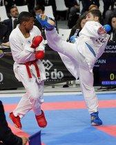 España y República Dominicana compiten en la modalidad de kumite masculino por equipos durante el mundial de kárate, esta mañana en el Wizink Center de Madrid.