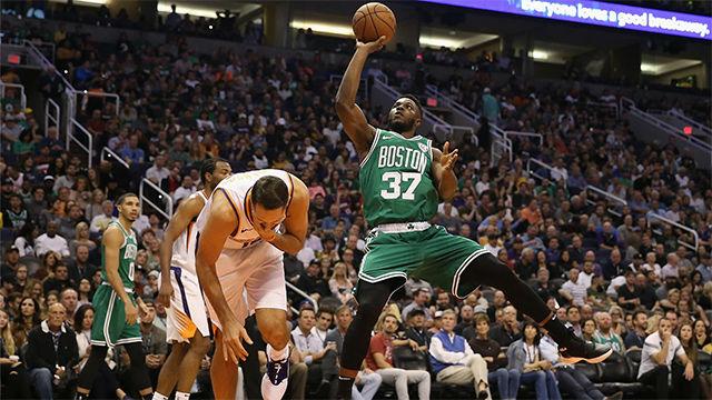 Espectacular remontada liderada por Irving que salva a los Celtics en Phoenix