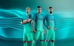 El Barça presenta su tercera equipación de la temporada 2016 17 e2e99d34f51c0