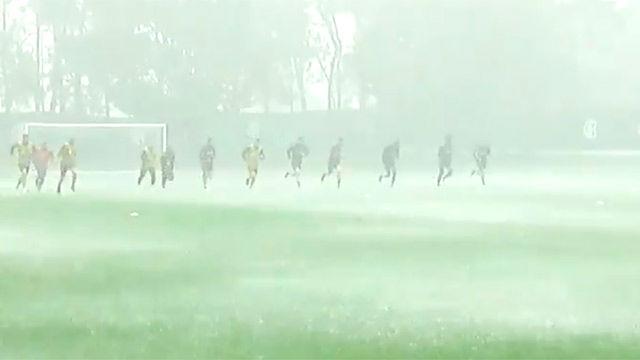 En Inter entrenó bajo el diluvio universal