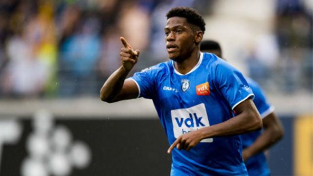 Jonathan David anotó un hat-trick ante el Sint-Truidense